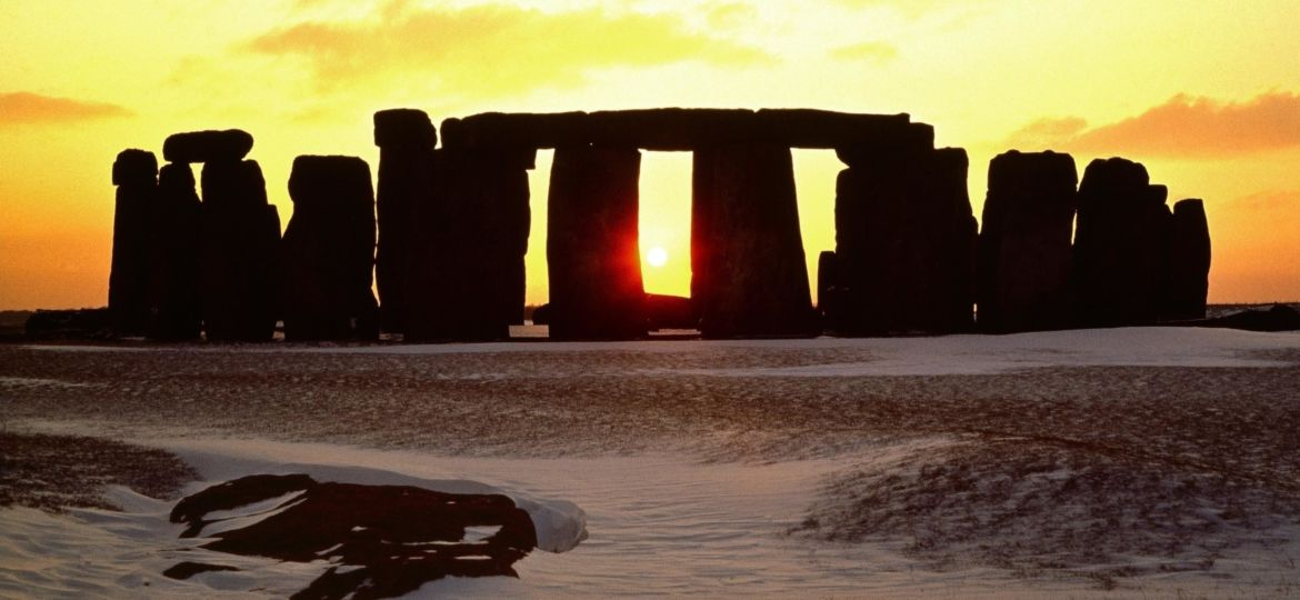 stonehenge-view-of-stone-circle-looking-south-west-along-axis-web